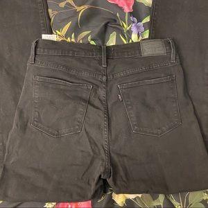 Levi's Jeans - HP🎉Levi's Soft Black 724 High Rise Straight Jeans